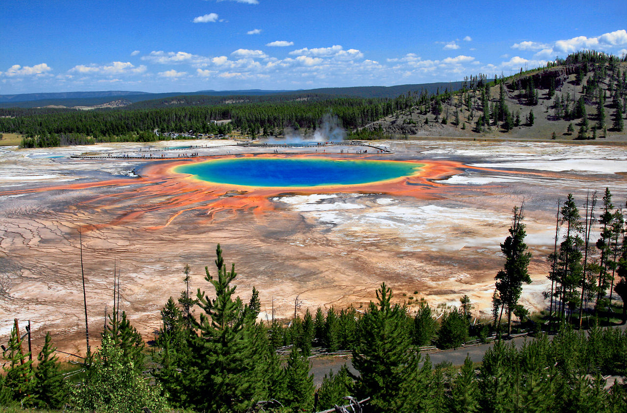 Grand_Prismatic_Spring_and_Midway_Geyser_Basin_from_above_371693.jpg